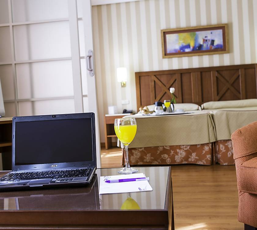 Suites Hotel Alcora Business & Congress